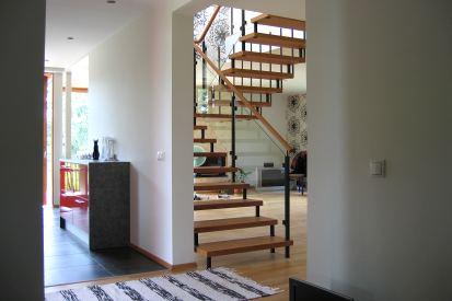 trepid ja piirded seinakinnitusega